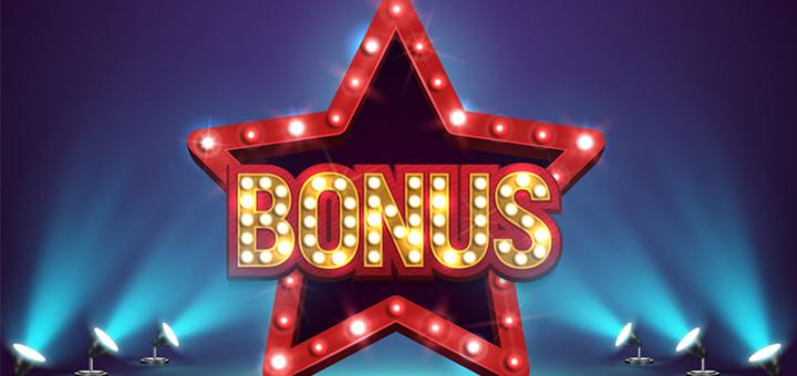 Kasiino boonused on hüved uutele kui ka olemasolevatele klientidele. Kasiino boonused on olemuselt sarnased mistahes poodide kliendikaartidele või lojaalsusprogrammidele, kus antakse kaardiomanikele soodustusi. Kasiino seevastu annab boonuste (reeglina rahaliste) näol kasiinomängijatele «allahindlust», mis hea õnne korral tähendab ka pärisrahalist suuremat võitu.